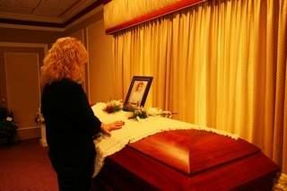 cindy-zarzyckis-coffin-with-childhood-friend-cindy